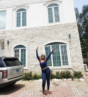 Linda Ikeji Shows Off Her Mansion And Range Rover In New Adorable Photos